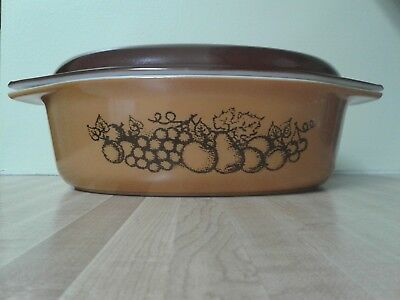 Vintage Pyrex Covered Casserole Old Orchard Oval Large 2.5 Qt. #045 Beautiful!