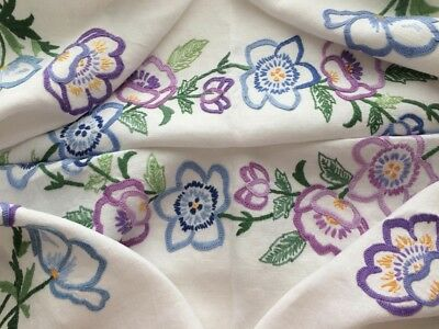 """Beautiful Vintage White Irish Linen Hand Embroidered Tablecloth 33x35"""""""