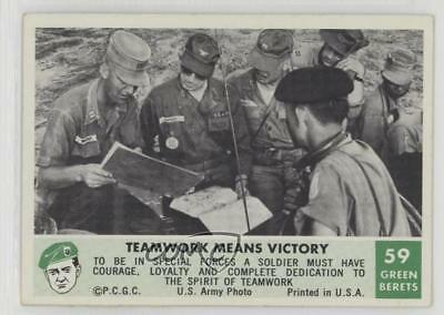 1966 Philadelphia Men of the Green Berets #59 Teamwork Means Victory Card 2u3