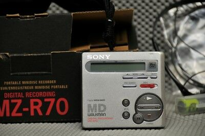 Sony MZ-R70 pocket silver MiniDisc recorder w/remote barely used works great