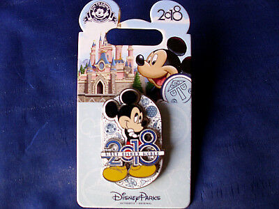Disney * WDW DATED 2018 - MICKEY * New on Card Trading Pin