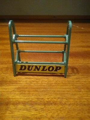 Dinky 786 Tyre Stand in Green, very good condition, tyres or box not included