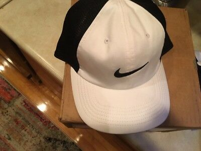 NWT Nike Mens AeroBill Heritage 86 Mesh Adjustable Hat White/Black 919828-100