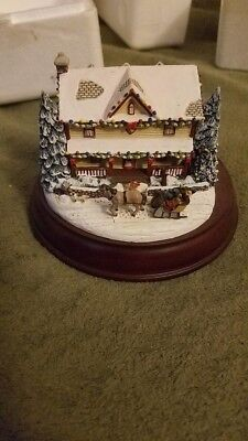 Thomas Kinkade Victorian Lights: Holiday Traditions Hawthorne Village Collection