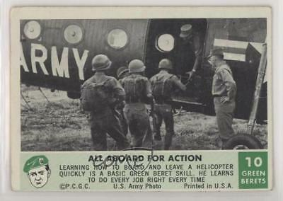 1966 Philadelphia Men of the Green Berets #10 All Aboard for Action Card 0s4