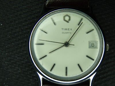 1980s VINTAGE TIMEX QUARTZ M CELL T-20 MENS DRESS TIMEPIECE IN GREAT CONDITION