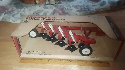 Vintage Rare Mint Condition the International Harvester four bottom trailing