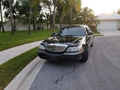 2008 Lincoln Town Car Signature L Sedan 4-Door