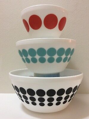 Vintage Charm Inspired By PYREX Spot On 3 Piece Mixing Bowl Set EUC