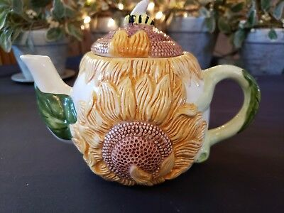Cute Vintage Sunflower & Bee Teapot.