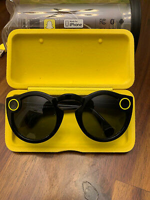 Snapchat Spectacles - Onyx (Black) - Complete with case and charging cable (USB)