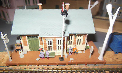 N SCALE used Station Building with lights + old freight car depot - no box
