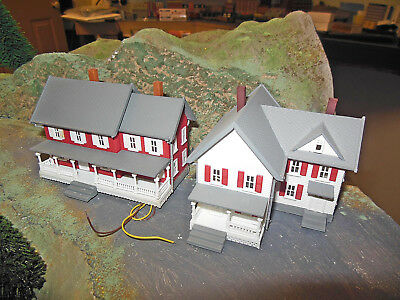 N SCALE as new 2 mansions, or guesthouses? with lights factory assembled!