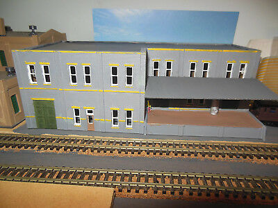 N SCALE Hand Painted Factory with Loading dock - no box