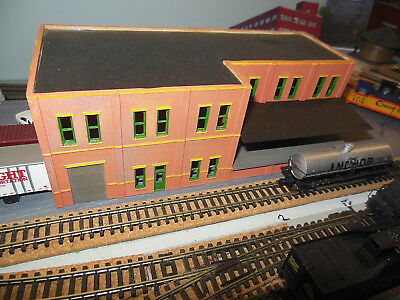 N SCALE Hand Painted Factory with Loading dock - no box L2