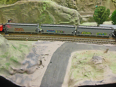 N SCALE 3 Covered Hoppers w KNUCKLE COUPLERS WITH GRAFITI