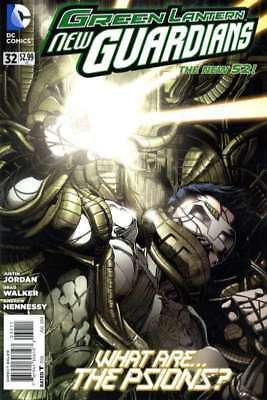 Green Lantern: New Guardians #32 in Near Mint + condition. DC comics [*ht]