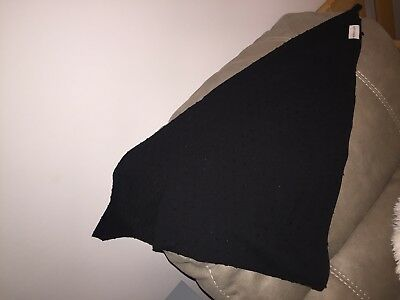 Mamascarf for nursing (New) In Black. One Size