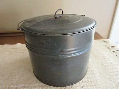 """VTG Primitive Tin Berry Bucket/Lunch Pail w/Lid and Wire Handle 5 1/2"""" x 7 1/4"""""""