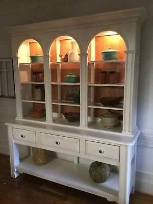 White distressed Bob Timberlake China hutch excellent condition farmhouse look