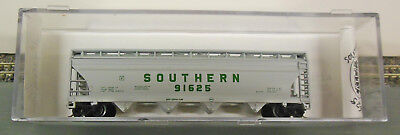 N SCALE SOUTHERN Covered Hopper w KNUCKLE COUPLERS BARELY USED