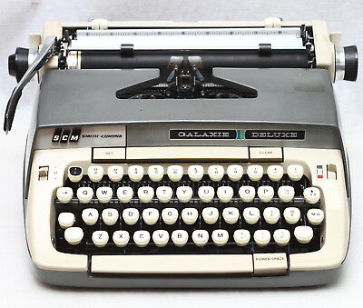 Smith Corona Galaxie Deluxe Manual Portable Typewriter + Case Made in USA 1960s