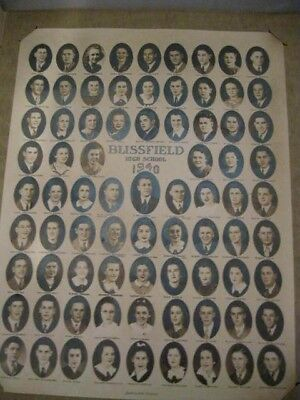 Blissfield MI. HS Graduation Picture 1940 Signed by Many of The Graduates Mint
