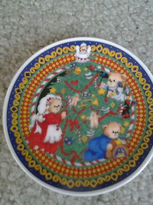 Lucy & Me Bears 1993 Lucy Rigg Mini Collector Porcelain Plate Trimming Xmas Tree