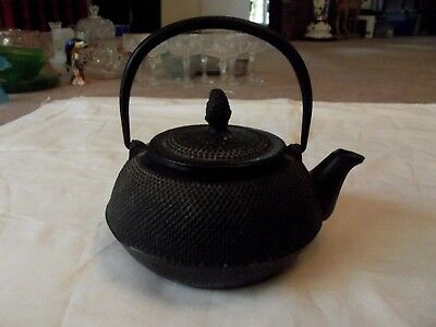 Japanese TETSUBIN TEA KETTLE POT Cast Iron Black Arare Hail stone Signed (3 cup)