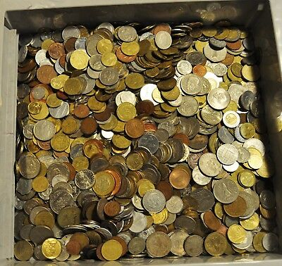World Coin Lot - Random Mix of coins and years - 8.0 ounces 1/2 Pound w/Felt Bag