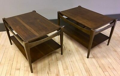 Pair of Mid-century Modern End / Side Tables in Walnut - Retro MCM 2