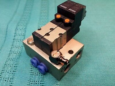 2 SMC VJ3114R Pneumatic Solenoid Valves on Manifold Base 24Vdc 1/8 R Rc Ports