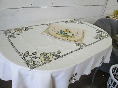 Vintage Arts and Crafts Beautiful Linen Embroidered Tablecloth with Runner