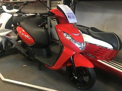 Peugeot scooter kisbee 50cc NEW includes CBT Training