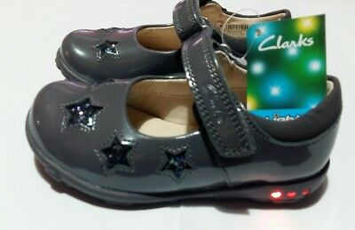 4514b23d145 New Clarks Girls Ella Glow Grey Patent Leather Lights First Shoes UK 5-6 Fit
