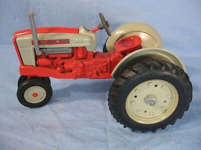 Ford 901 Select Speed 1/16 Scale Tractor Ertl Die Cast