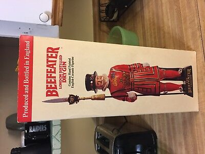 Porcelain Vintage British Beefeater Gin Yeoman figure (Mint Condition)