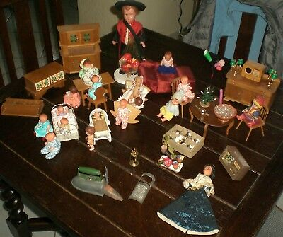 TURTLE MARK DOLL and BIG LOT of DOLLHOUSE FACILITIES