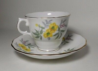 Royal Vale Bone China Tea Cup & Saucer - Made in England -