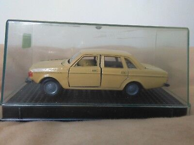 Miniatura 1:43 Nacoral Intercars Chiqui Cars Metal 121 Volvo 144. Made in Spain.
