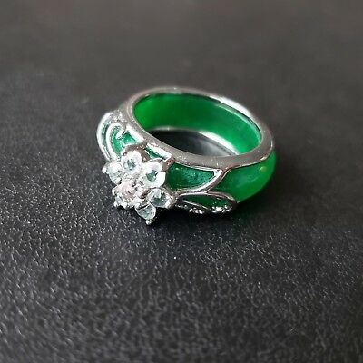 Vintage Jade Green Glass Crystal Flower Ring Size 7 PRETTY! S119