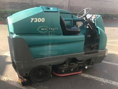 Tennant 7300Floor Scrubber - Ride On Working Condition 7300-6318