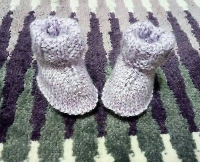 New born baby booties knitting pattern, straight needles, easy knitting pattern