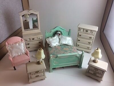 Town Square Dollhouse Shabby Chic Bedroom Set