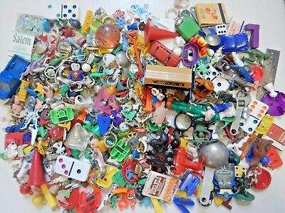 2lb 6oz HUGE VINTAGE TOYS TRINKET LOT junk drawer gumball Cracker Jack charms