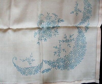 Tablecloth printed embroidery fabric.Size 34cm x 34cm.