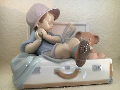 "Lladro ""my Favorite Place"" #6795 - Boy Toddler W/bear In Suitcase"