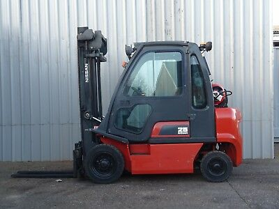NISSAN UD02A25PQ. 4300mm LIFT. USED GAS FORKLIFT TRUCK. 2500Kgs - (#2258)