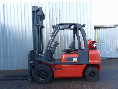NISSAN UGD02A30PQ. 4500mm LIFT. USED GAS FORKLIFT TRUCK. 3000Kgs - (#2252)