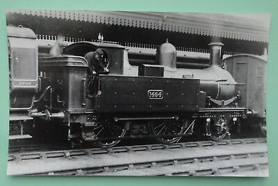 Real Photograph Of Gloucester Railway Station & Gwr 2-4-2T Locomotive In 1913